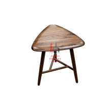 Petite table triangulaire