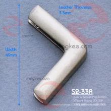 Sac à main en métal avec coin décoratif en laque