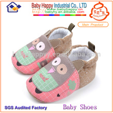 Los niños y las muchachas divertidos de los zapatos de bebé del algodón pre caminan el bebé de los zapatos de lona