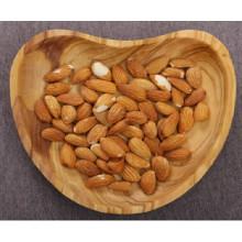Plat en bois d'olivier en forme de coeur