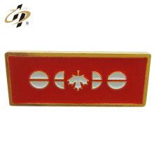 Chine pas cher personnalisé émail broches plaqué or métal nom badge pour le canada