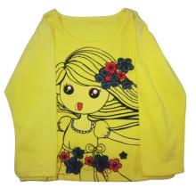 A mola caçoa o t-shirt da menina para a roupa das crianças