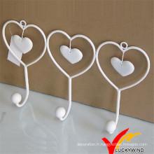 Crochet en métal en forme de coeur blanc
