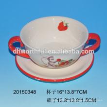 Taza de cerámica y platillos con diseño de mono