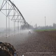 Équipement d'irrigation pivot du centre agricole des terres agricoles