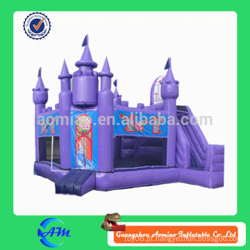 Roxo, castelo, forma, inflável, bouncy, castelo