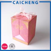 Boîte de cadeau rose de parfum de ruban de velours rose avec le logo d'or a déjoué