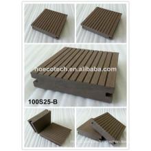 Piso de tarima de madera compuesto de piso de Decking WPC a prueba de agua para terraza y patio