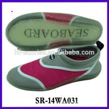 Los zapatos de la playa del caucho de los zapatos de la prueba del agua de los hombres de la manera calzan los zapatos