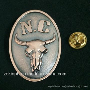 Insignia decorativa antigua del Pin del metal de la cabeza de buey del metal