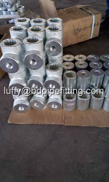 Galvanized pipe fitting (2)