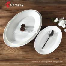 В овальной форме ресторана используются обеденные тарелки