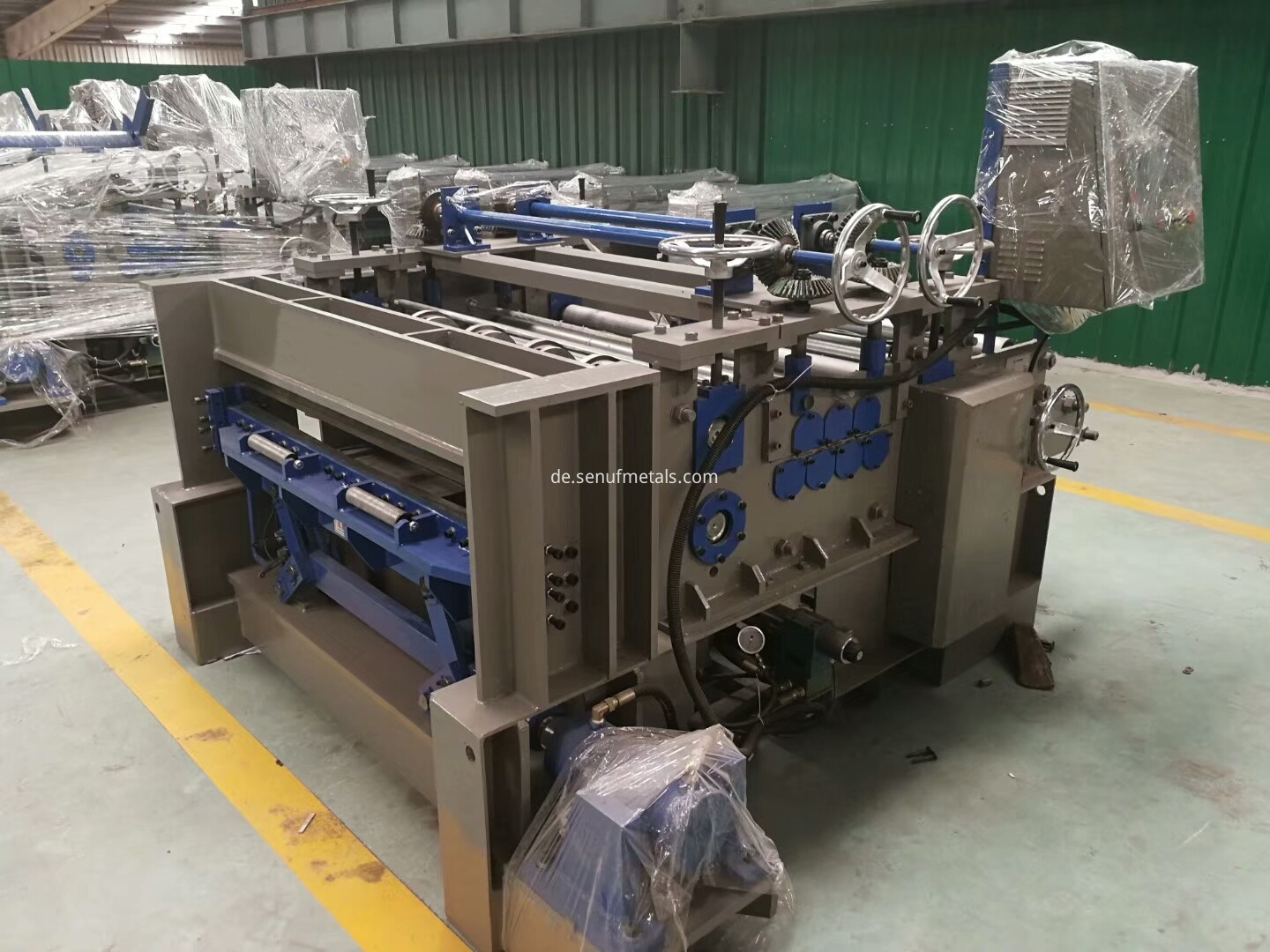 Straightening leveling machine (3)