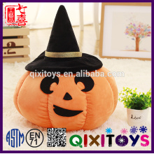 La personalidad de calabaza de cerámica de Halloween iluminó el juguete del festival
