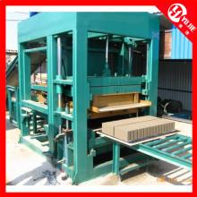 Machine de fabrication de briques d'argile