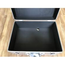 Aluminiumbox mit ausgeschnittenem Schaumstoffeinsatz / Schwamm für Instrumente