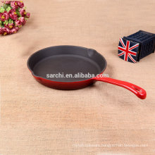 cast iron pan with mouth flow of oil