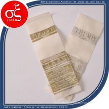 Logo personnalisé 100% polyster / étiquette tissée par satin / étiquette de soin de lavage pour l'habillement