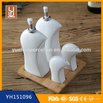 Cerâmica sal e pimenta, óleo e vinagre cruet dispenser conjunto com suporte de bambu