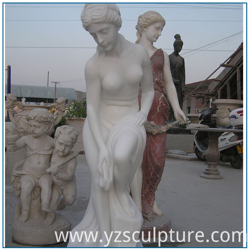 Nude Woman Statue