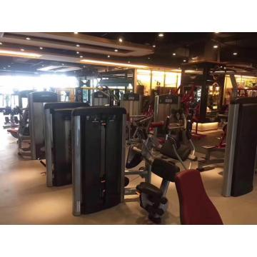 Pacchetto di attrezzature per il fitness del club business senior