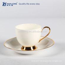 Reine weiße isolierte und klassische Porzellan Fine Bone China Kaffeetasse und Untertasse Set