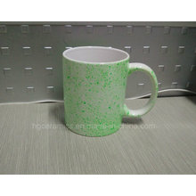 11oz weiße Tasse mit Neon DOT