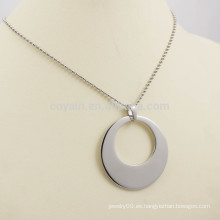 Venta caliente unisex simple ahueca hacia fuera el collar de plata redondo de los encantos del metal