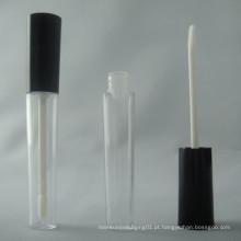 Tubo de brilho labial com escova