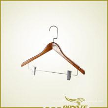 Redwood cabide de roupas com prensa de calças