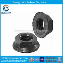 Grado 8.8 Tuerca de brida dentada negra de acero al carbono fabricada en China