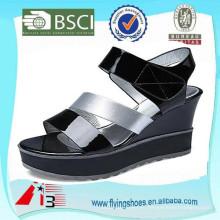 Современные женщины толстые подошве сандалии высокой пятки обувь