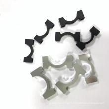 Le tube en aluminium de 16 mm serre le collier de serrage en carbone