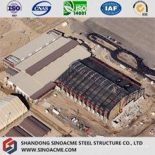 Planta industrial pesada de la estructura de acero con la ventilación