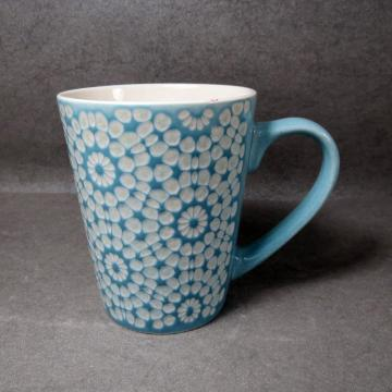 Taza de porcelana en relieve