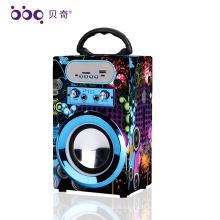 Le plus nouveau stéréo sans fil bon mini usb fm radio voiture forme blueooth haut-parleur pour Playback Media
