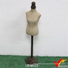 Stand feito à medida do metal que levanta o mannequin fêmea do vintage