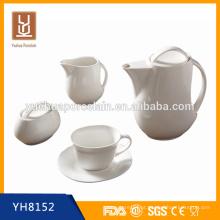 Café quente de cerâmica e pote de chá