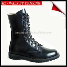 Bottes militaires en cuir noir et semelle extérieure en caoutchouc
