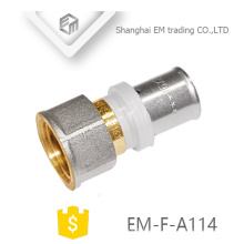 EM-F-A114 Conexión de enchufe recto Instalación de tubería de compresión de latón recto niquelado