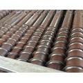 Instalación de tornillos de tierra y sinfines