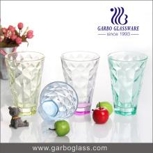 Coupe en verre à haute qualité en eau avec des couleurs de pulvérisation