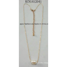 Metal Gold Necklace with a Pearl