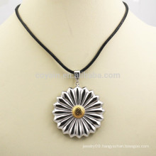 Fashion Two Tone Artificial Metal Flower Pendant Necklace For Gift