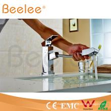 Saque el grifo del grifo de la cocina del cuadrado de la sola manija de la manija del aerosol Q13004