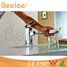 Tirez le robinet d'eau de salle de bains de robinet de cuisine de poignée simple de jet de jet Q13004