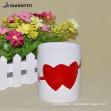 Tasse magique blanche en céramique de 11 oz avec changement de couleur cardiaque