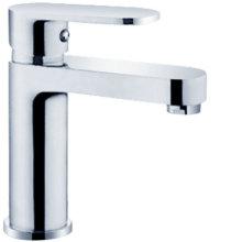 Torneira da série do banheiro com cozinha e bacia da banheira do chuveiro