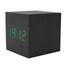 Horloge électronique en bois carrée de LED, couleurs changeant l'horloge de Digital