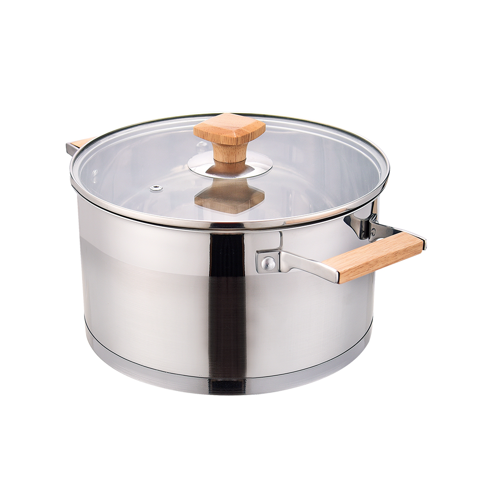 soup pot with wooden handle